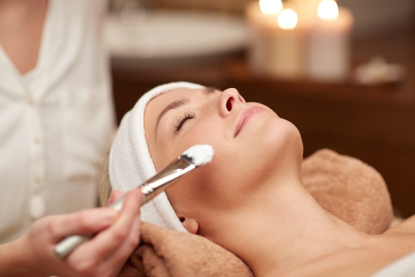 Aura White Facial Treatment