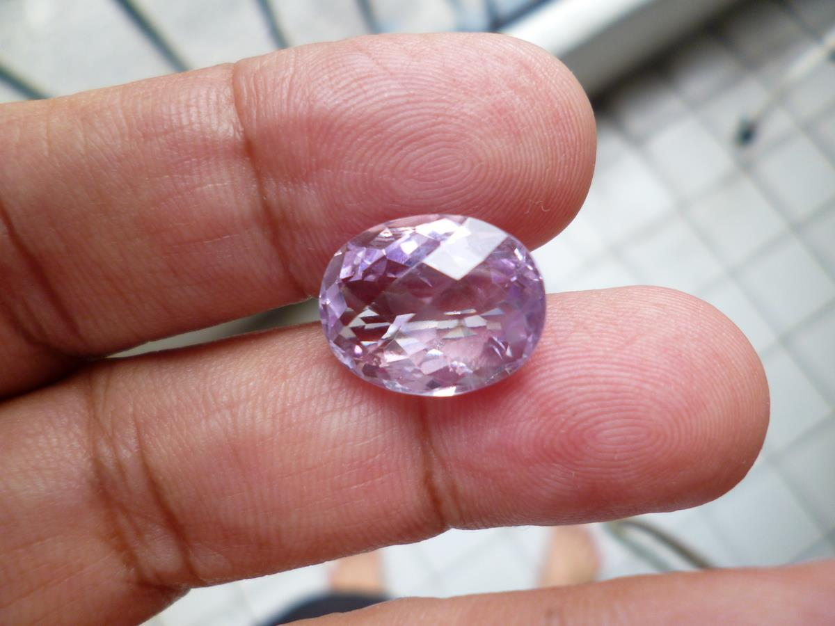 BRAZILIAN PINK AMETHYST OVAL FACETED 9 CARATS