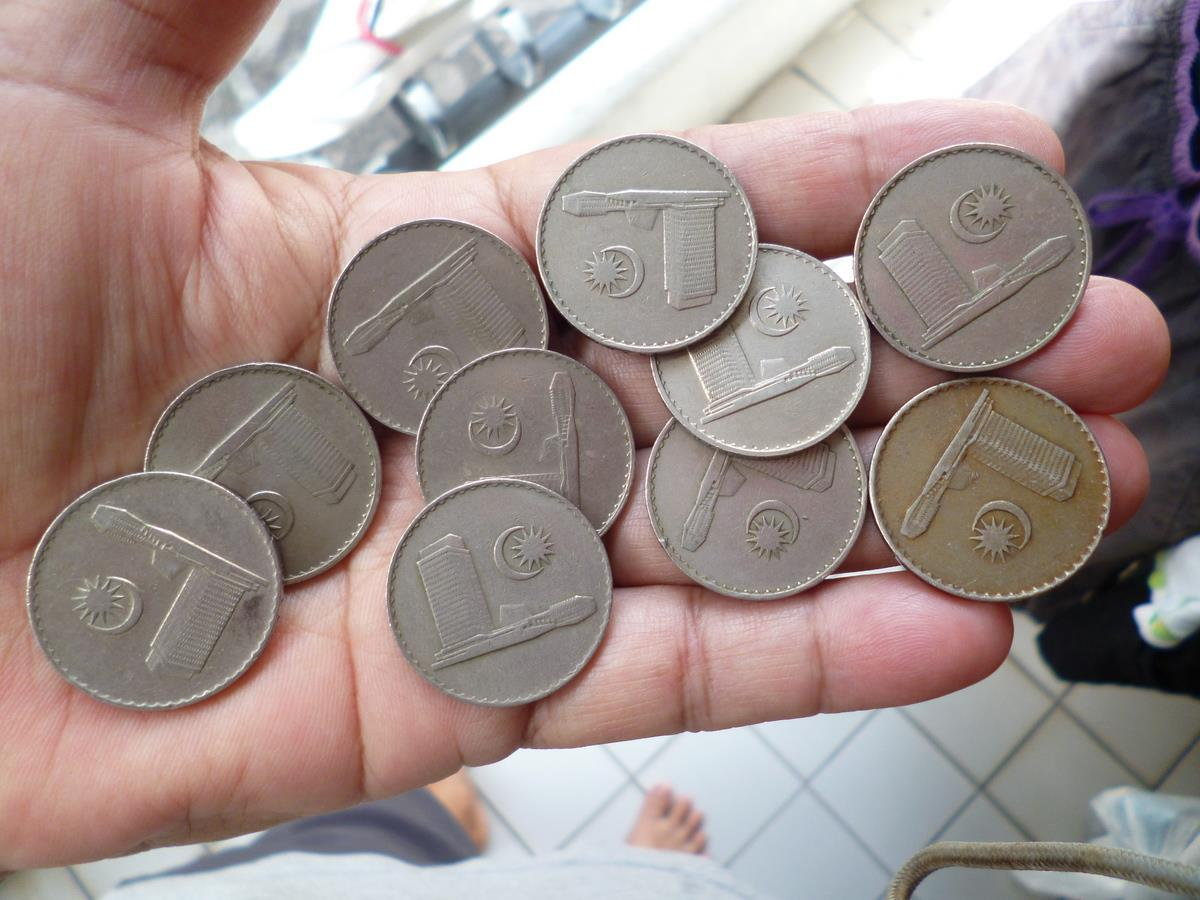 MIX  LOT COINS  50 CENTS 1973-88 MALAYSIA