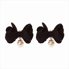 YOUNIQ-Basic Korean Pearl Floral Earring (Black)