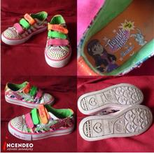 **incendeo** - Authentic SKECHERS Twinkle Toes for Girls