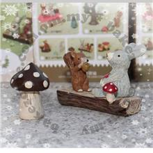 Gift Set - Squirrel Romantic Whispers Miniature Décor Series