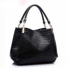 WJS The crocodile grain handbag (Black))