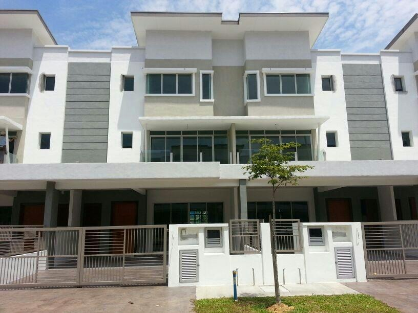 3 sty Terrace House for sale, AmanRia Residence, Batu 14 Puchong