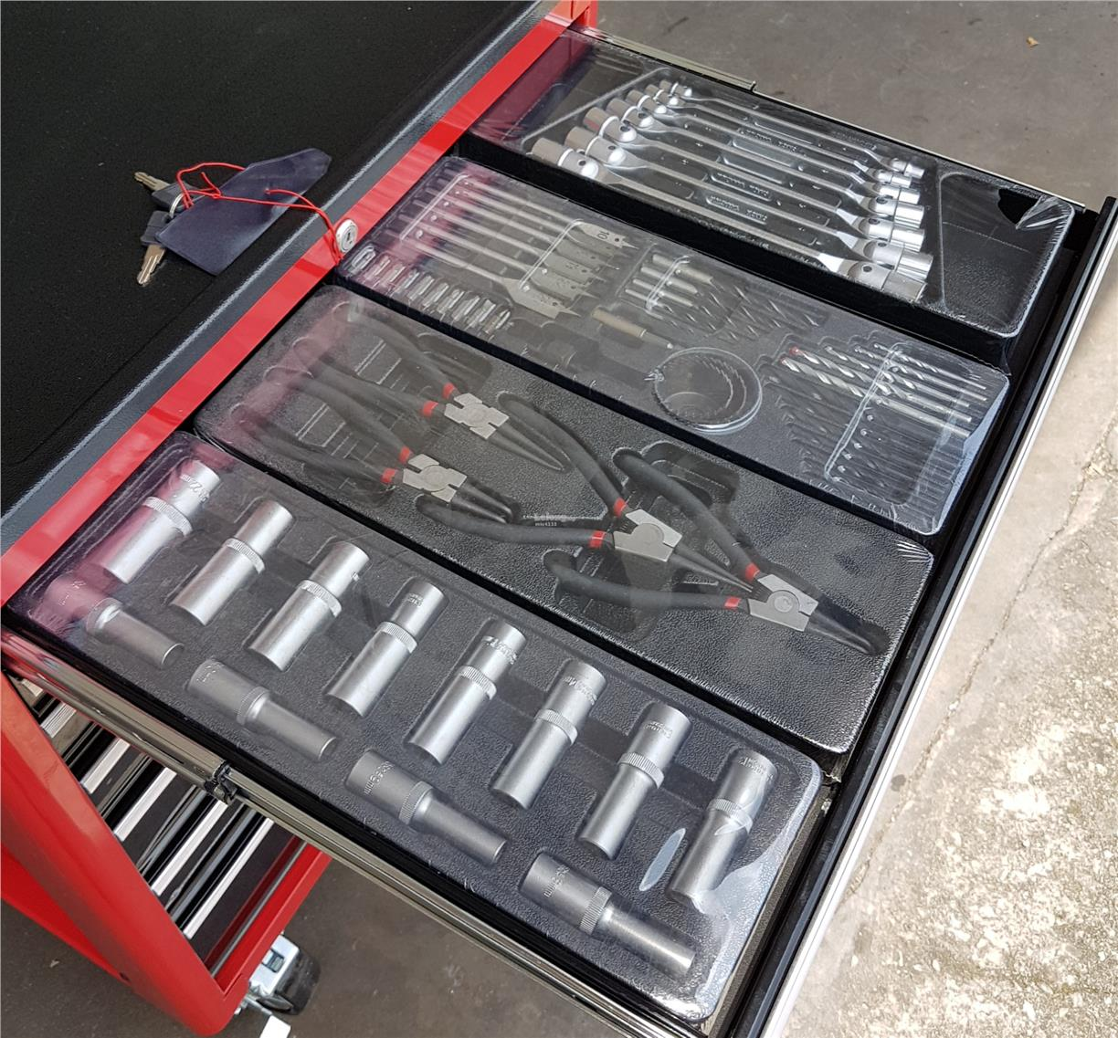 7 Drawers tool cabinet c/w 250 pcs tool sets