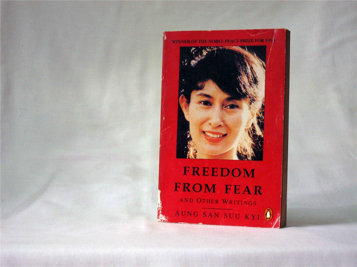 aung san suu kyi dom from fear end pm  aung san suu kyi dom from fear and other writings