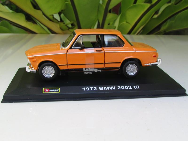 Bburago 1/32 Diecast Model Car 1972 BMW 2002 tii (Orange)