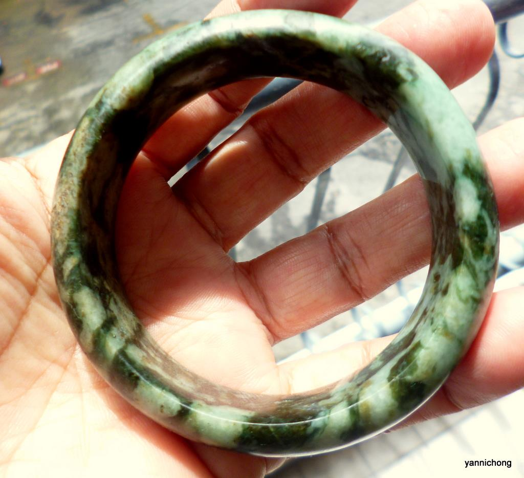 OLD MINE BURMESE GREEN  NEPHRITE JADE  BANGLE
