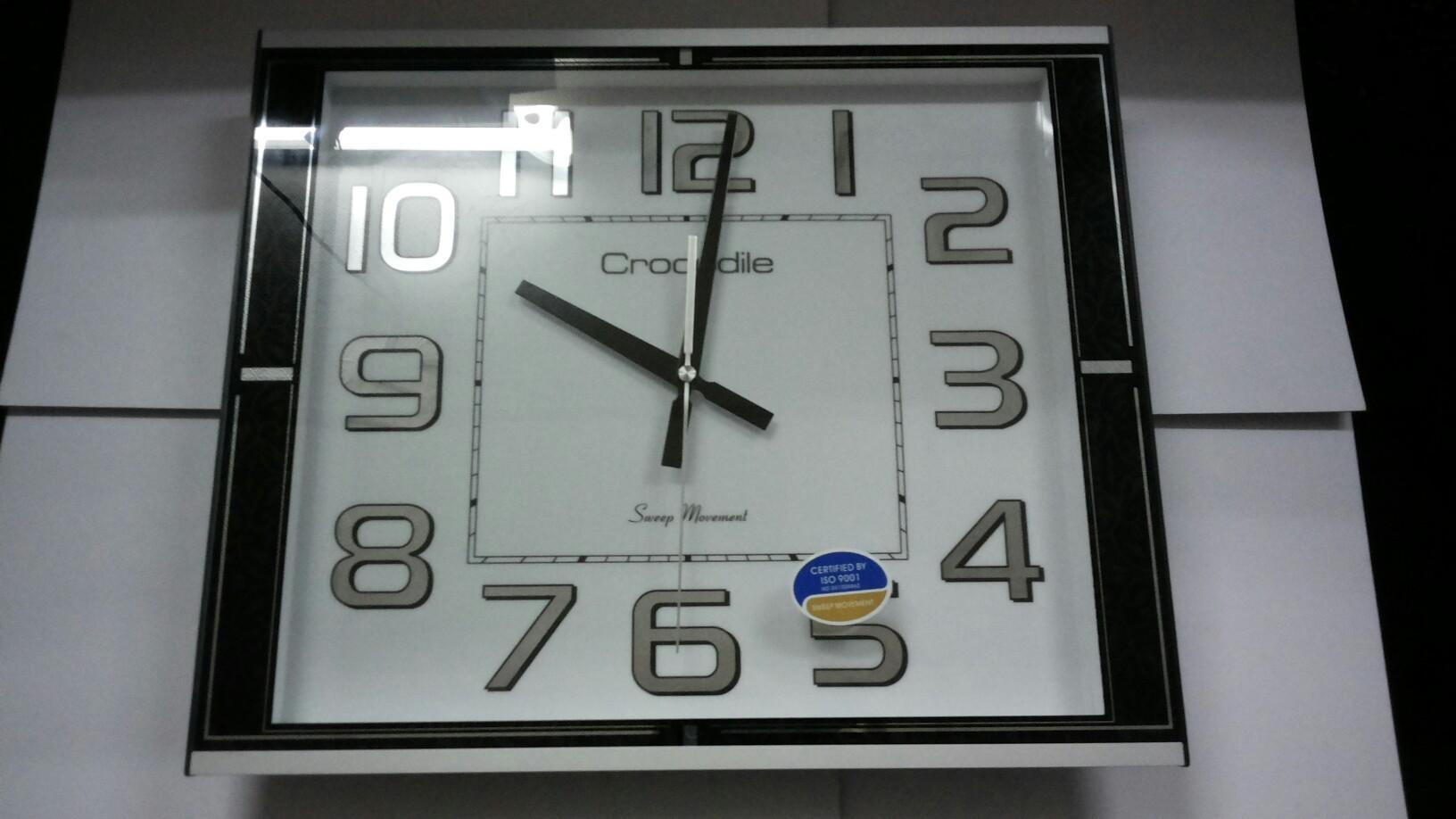 Crocodile Wall Clock Smooth Sweep End 492016 1215 Pm