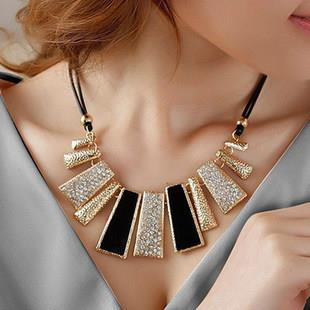 Fashion Shine Mix Colour Clavicle Necklace (Black)