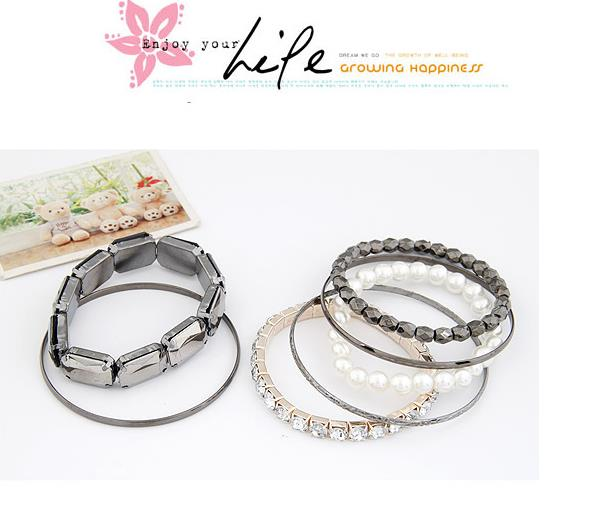 Fashionable Multi-Layer Bracelet - Grey + White Color