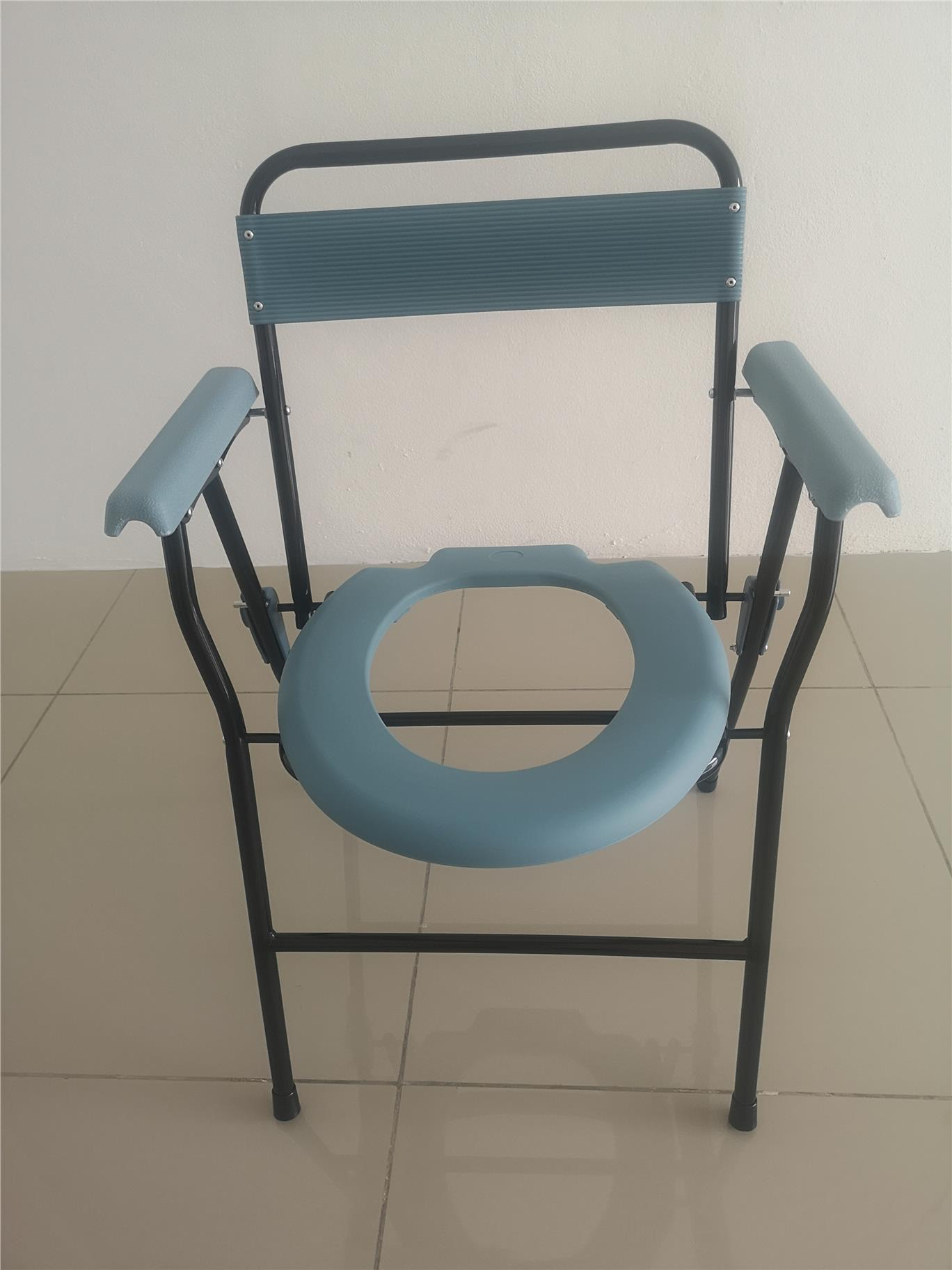 Foding commode with backrest and chamber pot di Bukit Mertajam