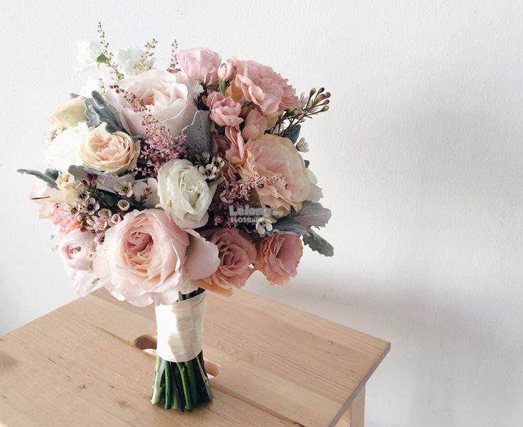 Fresh Flower Hand Bouquet. Rose Hand Bouquet. Best Ranunculus ...