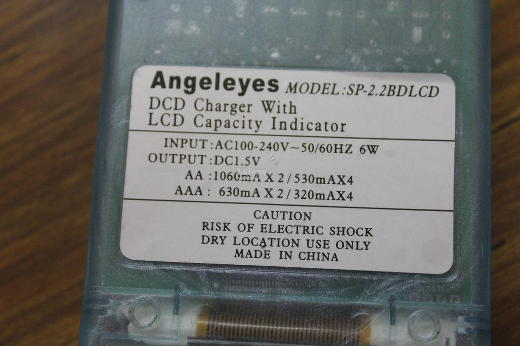 Genuine Angeleyes SourcePower AAA/AA NiMH/NiCD Charger/Analyzer