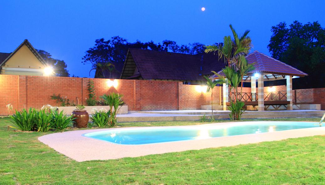A FAMOSA MELAKA VILLA; Private Pool  Holiday Bungalow: RENT