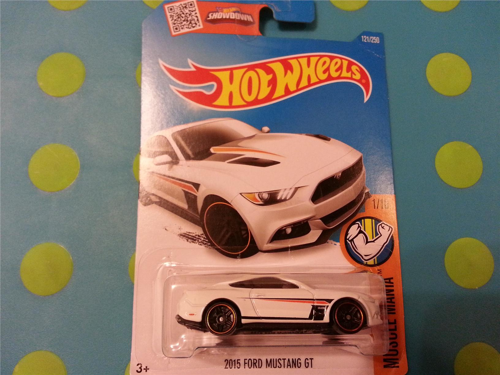 Hot wheels diecast 2015 ford mustang gt white new