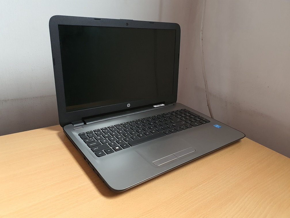 HP 15-AY035TU Celeron N3060 4GB Ram 500GB HDD 1GB Graphics