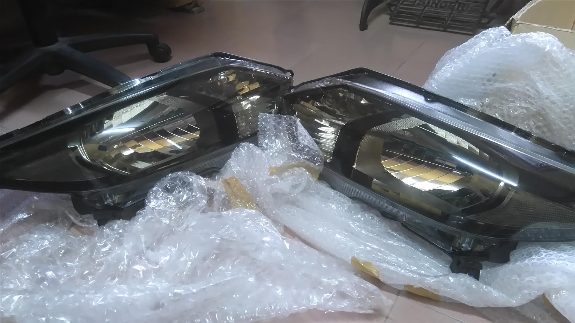 HRV E & S spec original headlight