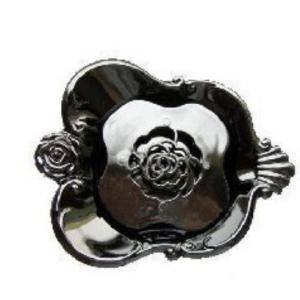 [I] Anna Sui~Rose Carved Soap Case
