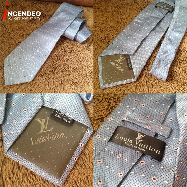 **incendeo** - Authentic L O U I S  V U I T T O N Blue Silk Tie