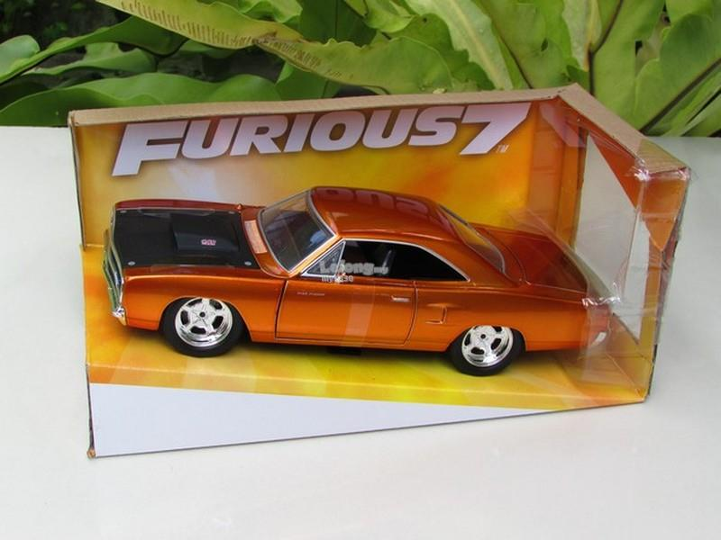 Jada 1/24 Car Fast & Furious Dom's Plymouth Road Runner Copper 1970