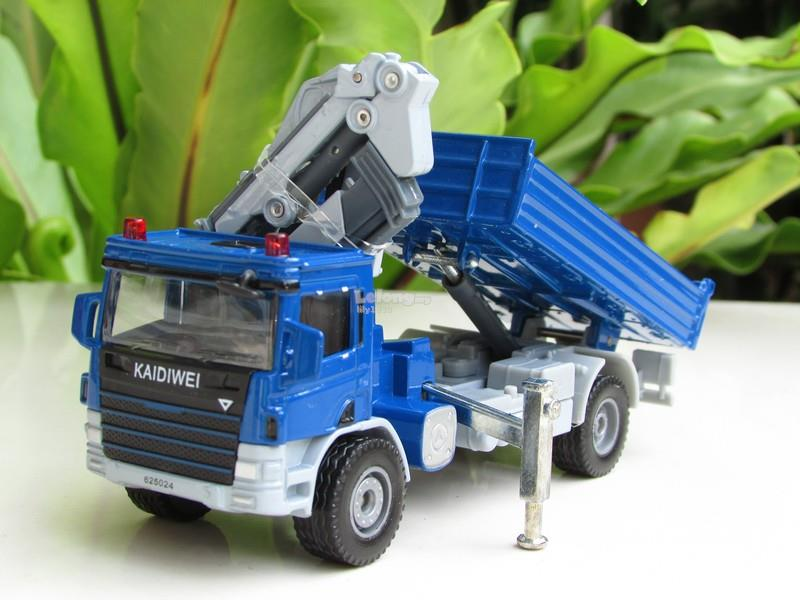 Kaidiwei 1/50 Atego With Crane Diecast Construction Vehicle (620024-B)
