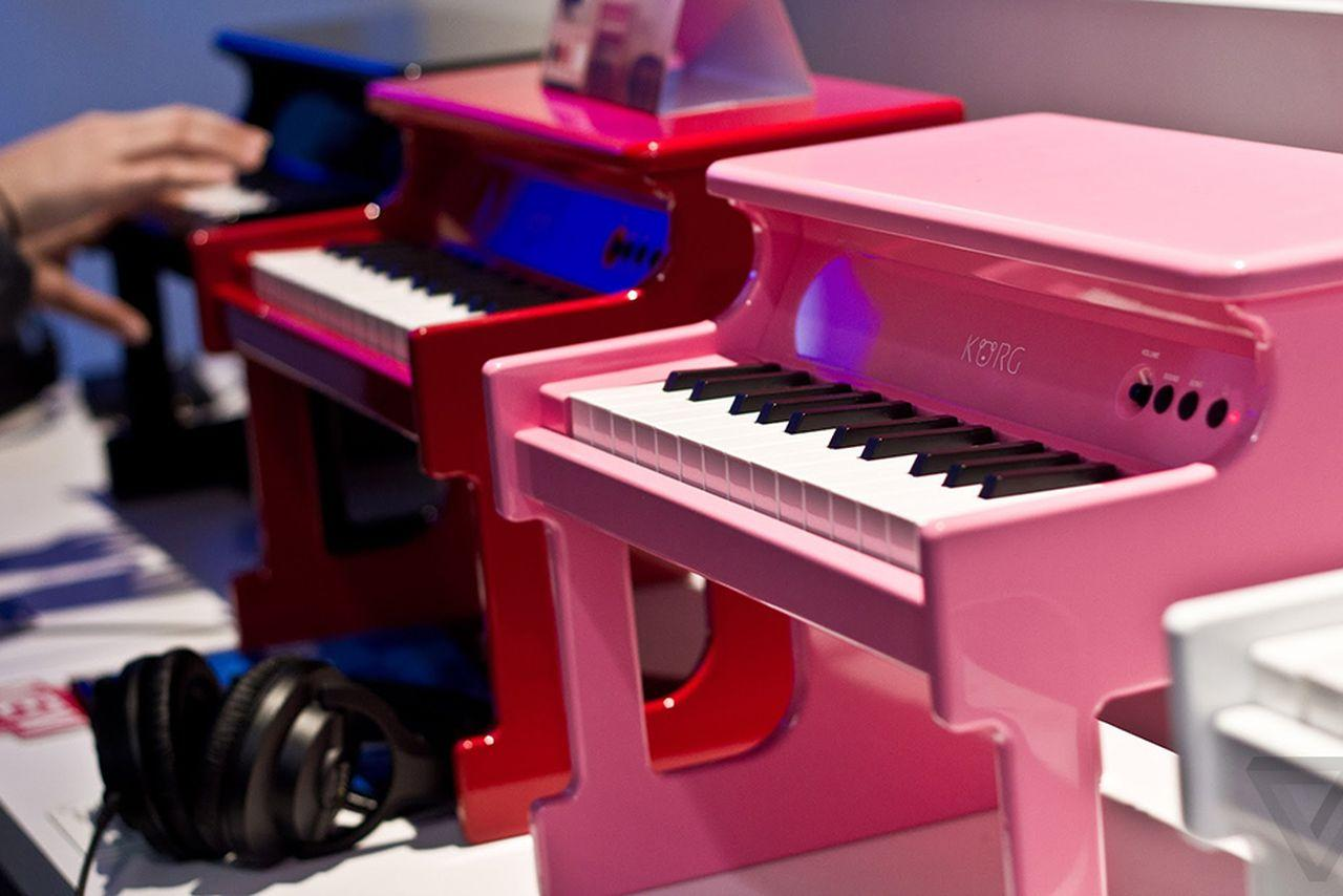 [Image: korg-tinypiano-25-mini-key-digital-toy-p...sal@21.jpg]