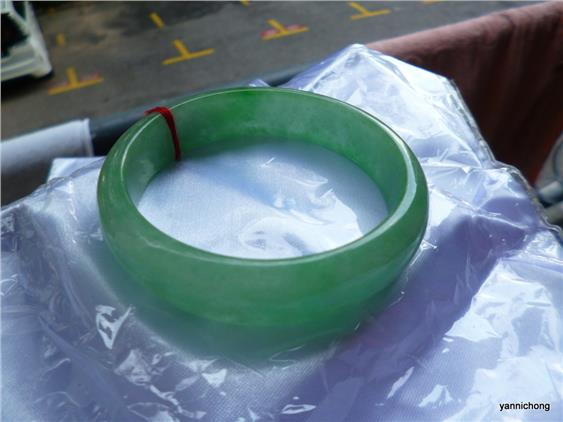 LOVELY GREEN JADEITE  BANGLE