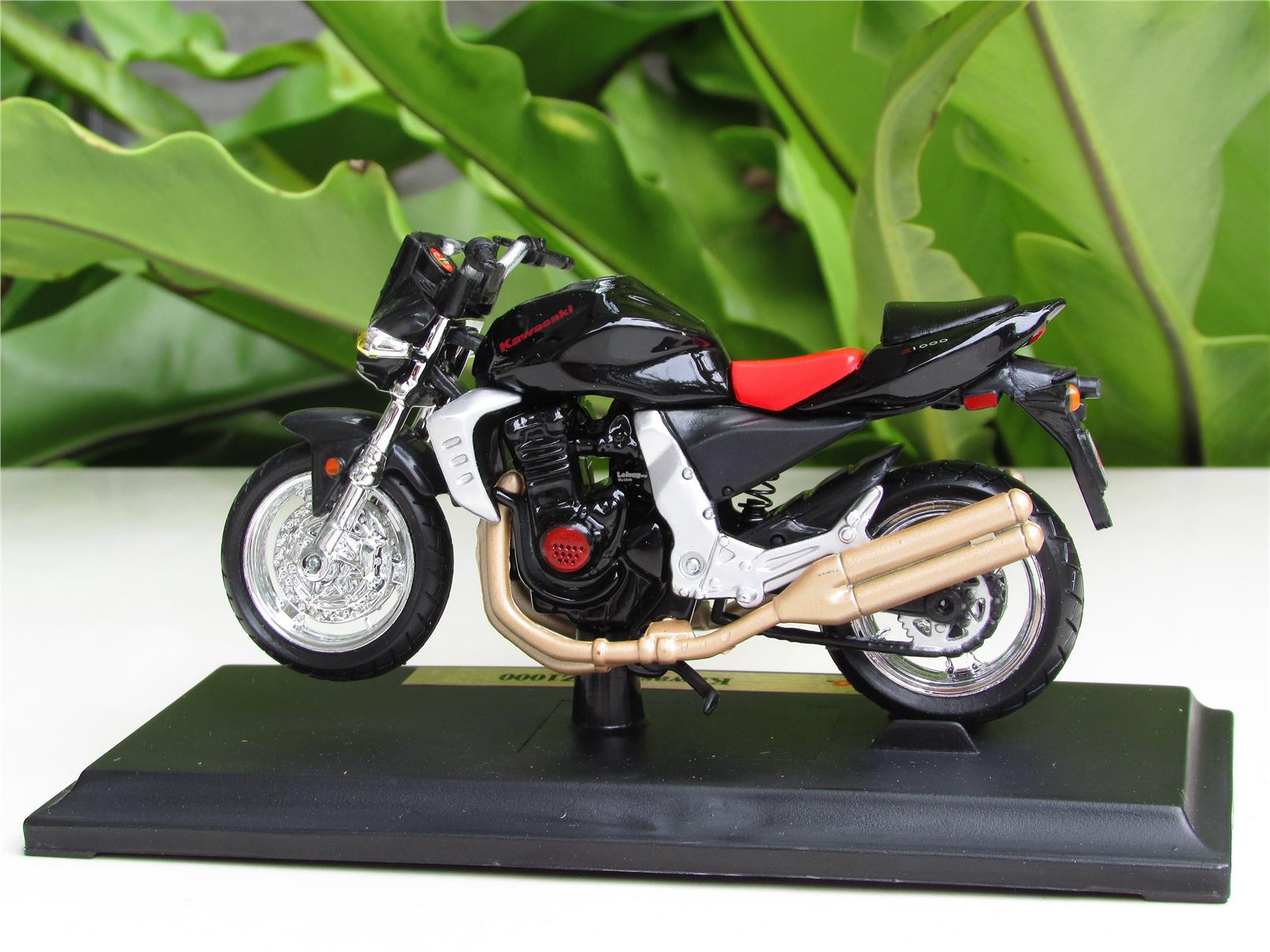 Maisto 1 18 Diecast Motorcycle Kawasaki Z1000 Black