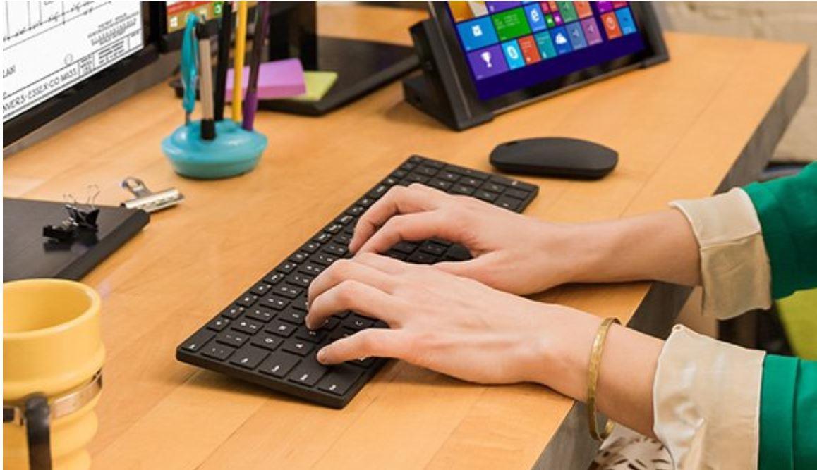 51ea09e6413 Microsoft Designer Bluetooth® Desktop - Keyboard Mouse Combo 7N9-00028
