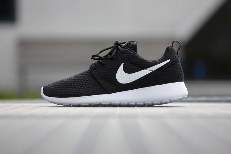 nike roshe one br womens shoe whitener