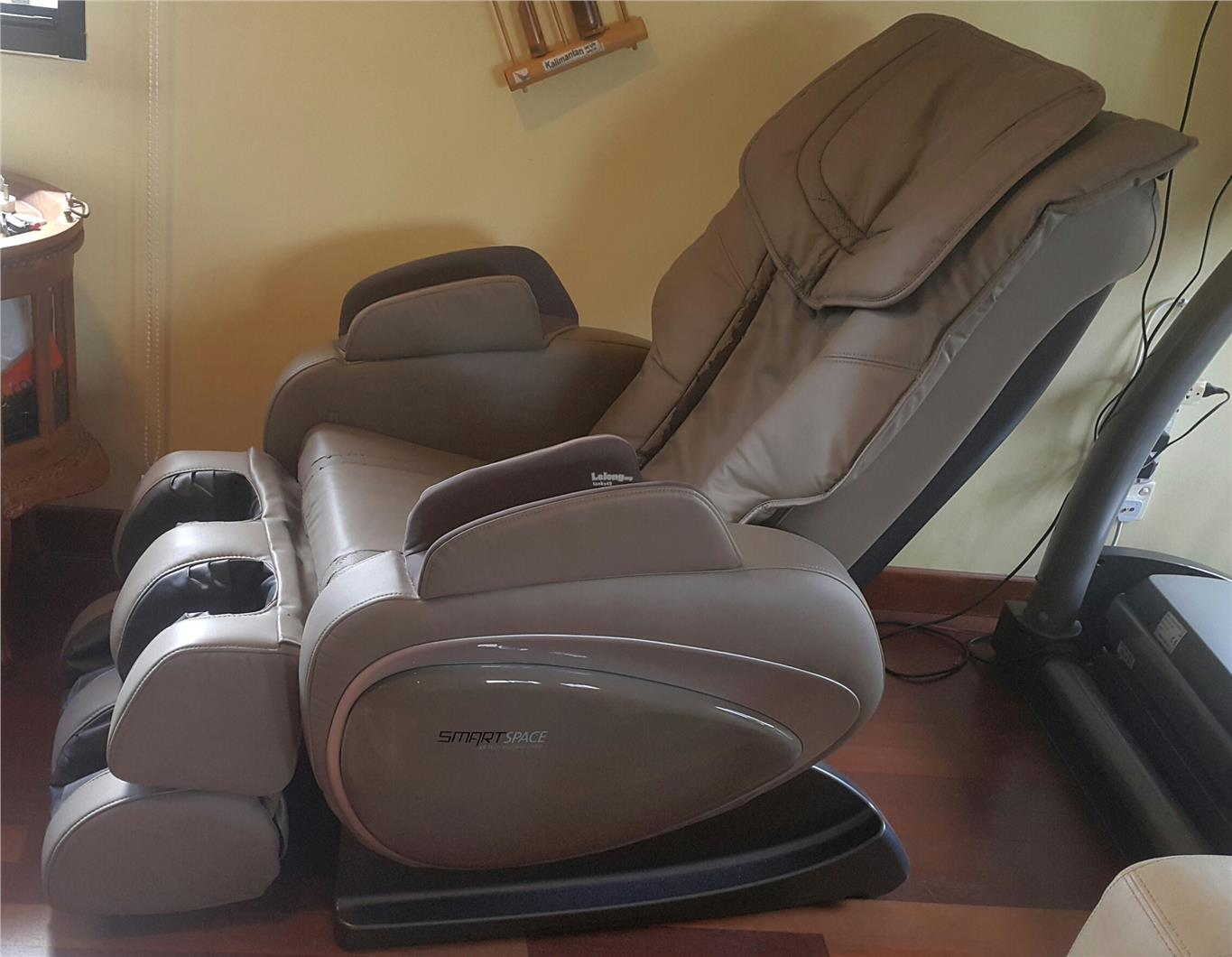 OGAWA SMART SPACE XD TECH MASSAGE CHAIR. U2039 U203a