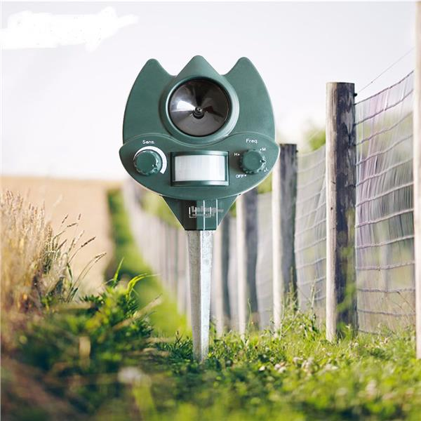 Outdoor Ultrasonic Animal Repeller Adjustable Dog Cat Expeller Pest Co
