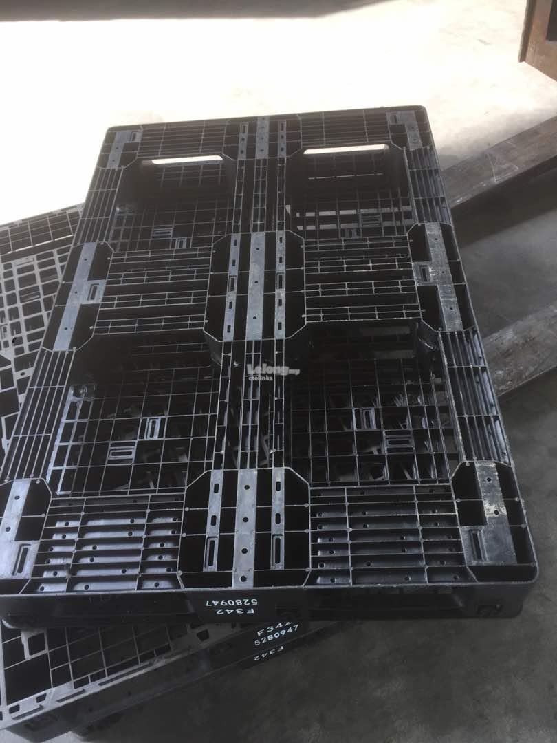 "Used Plastic Pallet Black - 46"" x 31""  GRADE A"