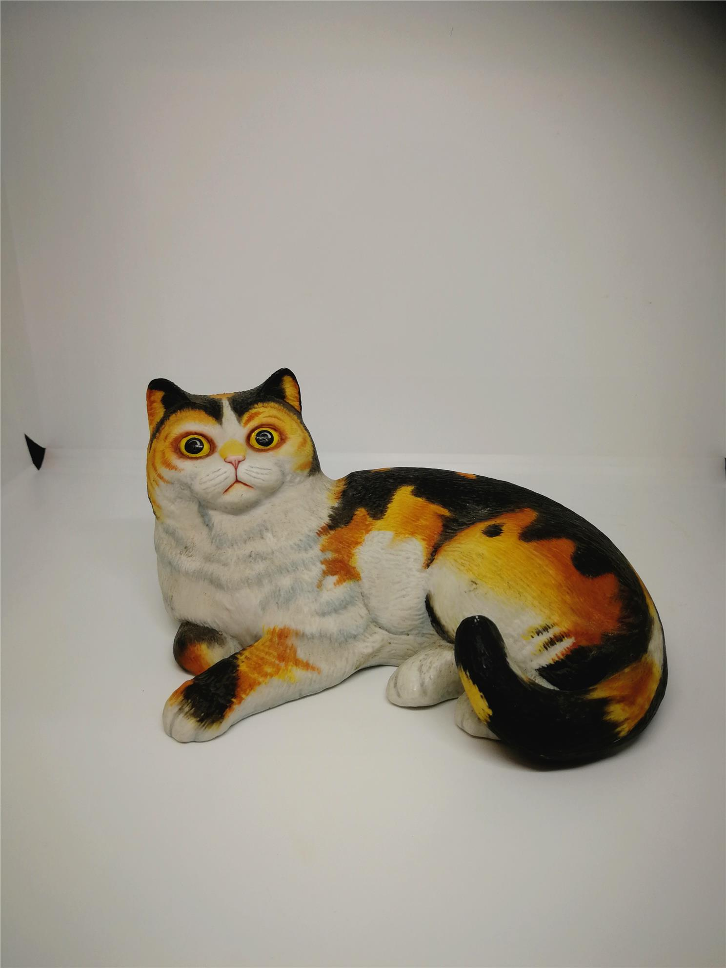 PORCELAIN HAND PAINTED DECORATION STATUE ANIMALS GIFT SS121