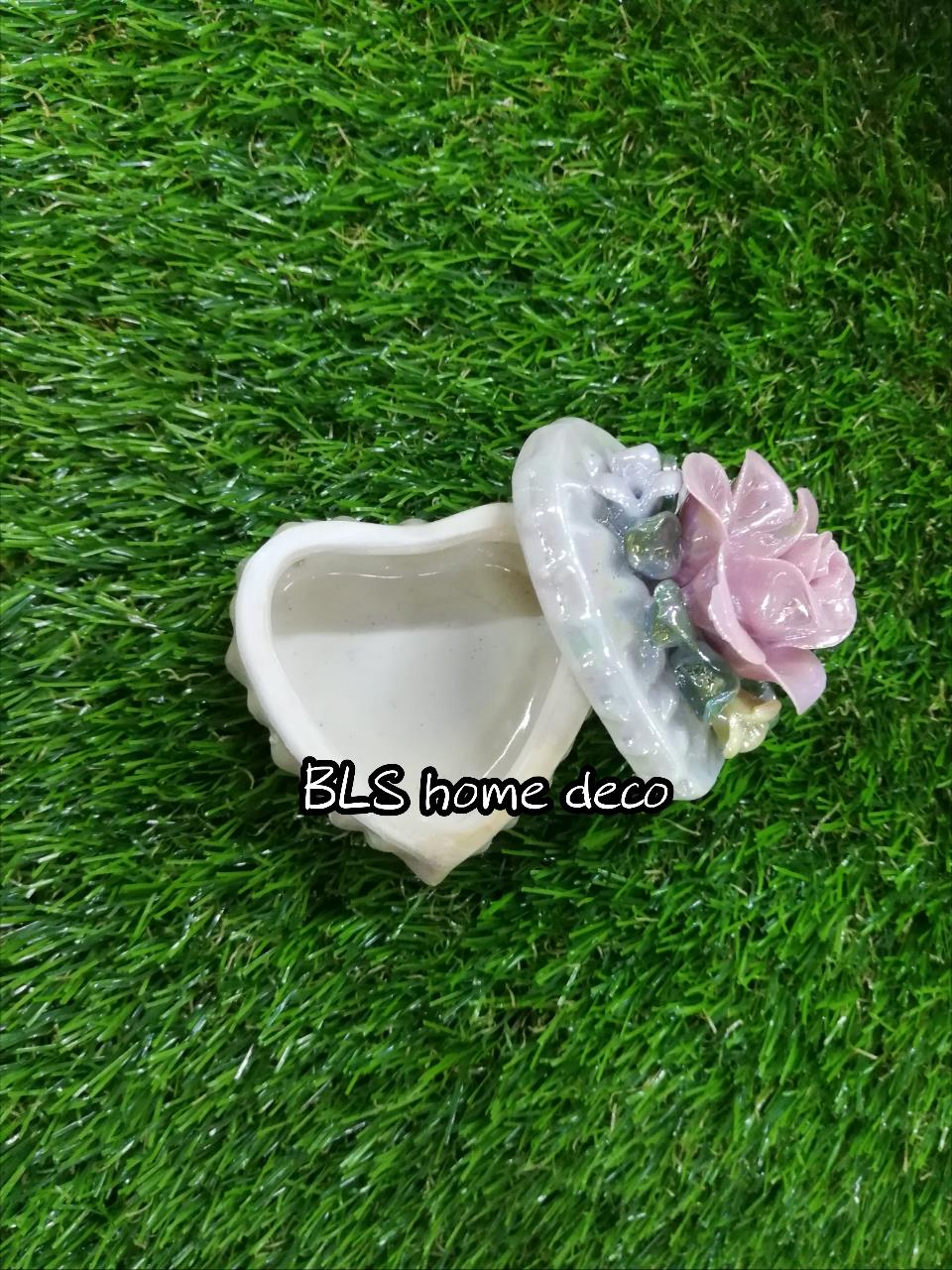 PORCELAIN LOVE SHAPE DESIGNED CONTAINER 01