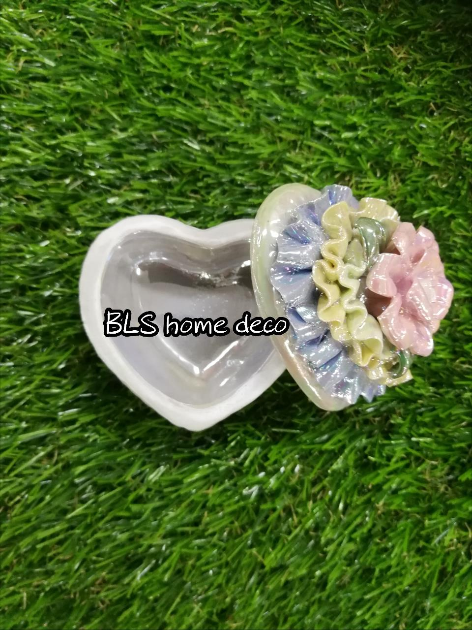 PORCELAIN LOVE SHAPE DESIGNED CONTAINER 02