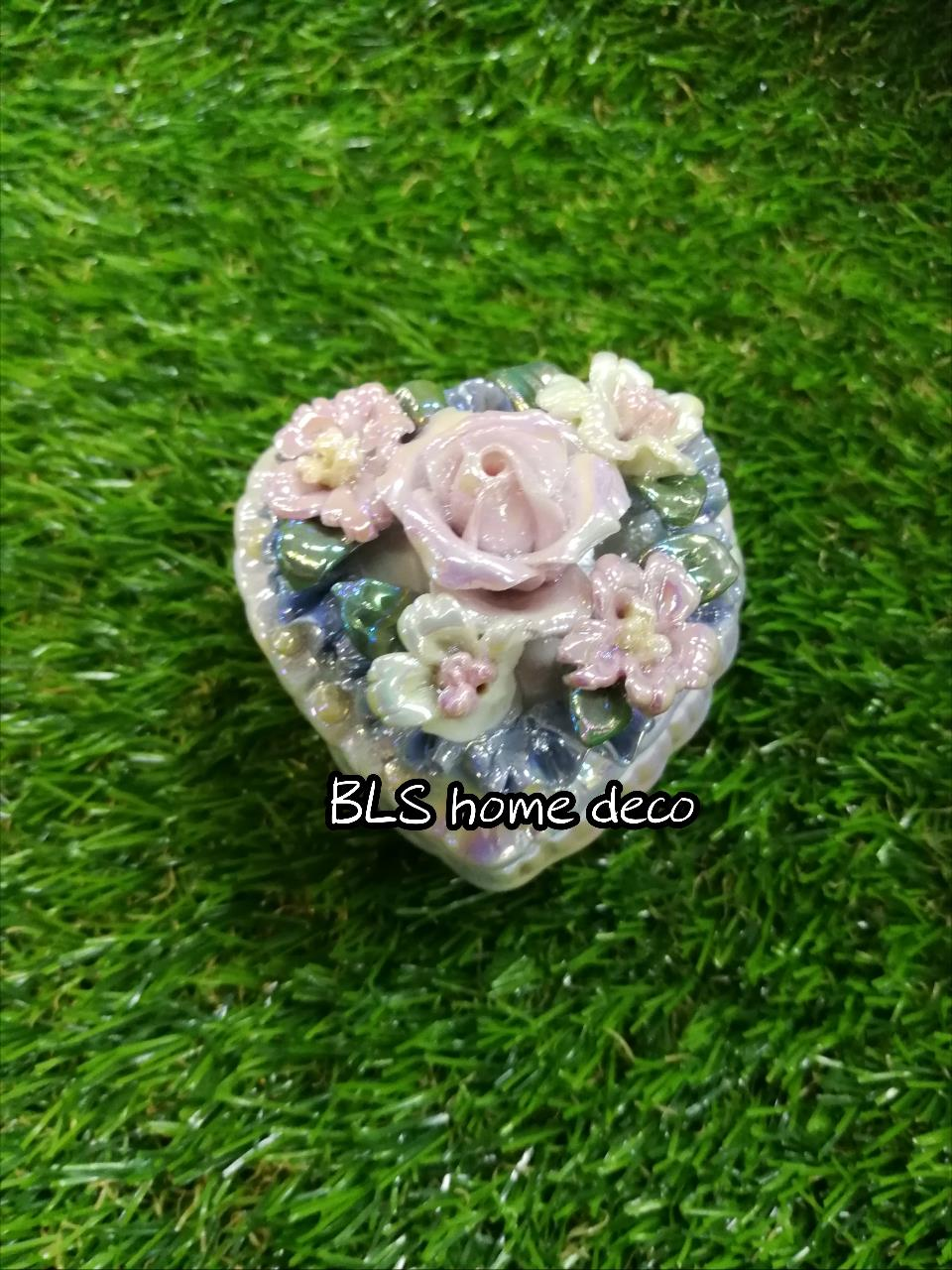PORCELAIN LOVE SHAPE DESIGNED CONTAINER 03
