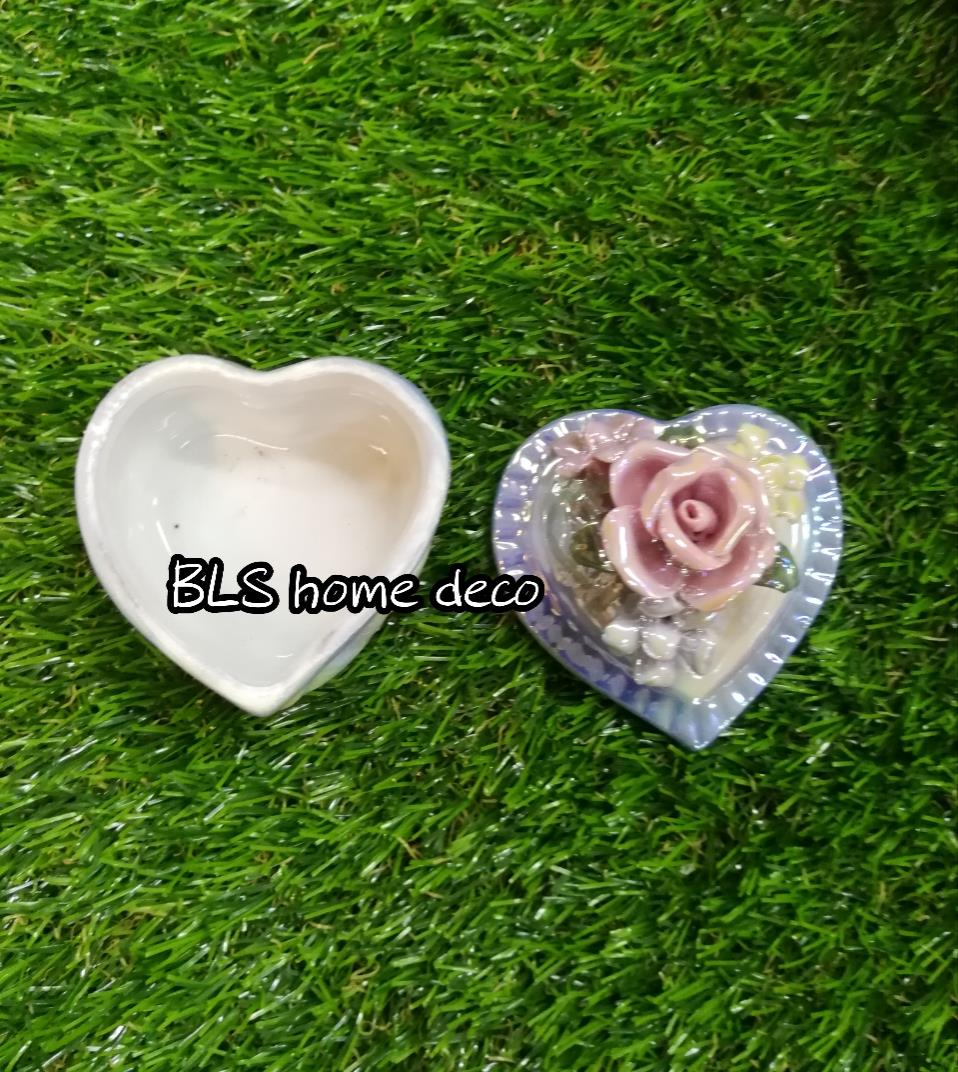 PORCELAIN LOVE SHAPE DESIGNED CONTAINER 04