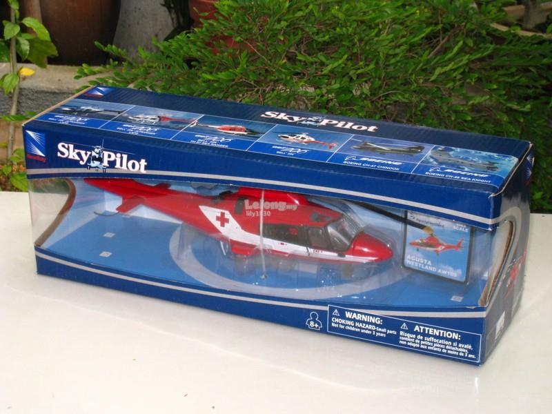 New Ray 1/34 Diecast Helicopter Agusta westland Aw109 K2