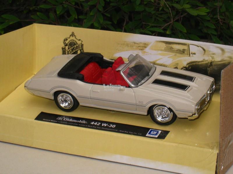 New Ray 1/43 Classic Car (1970) Oldsmobile 442 W30 (Cream)