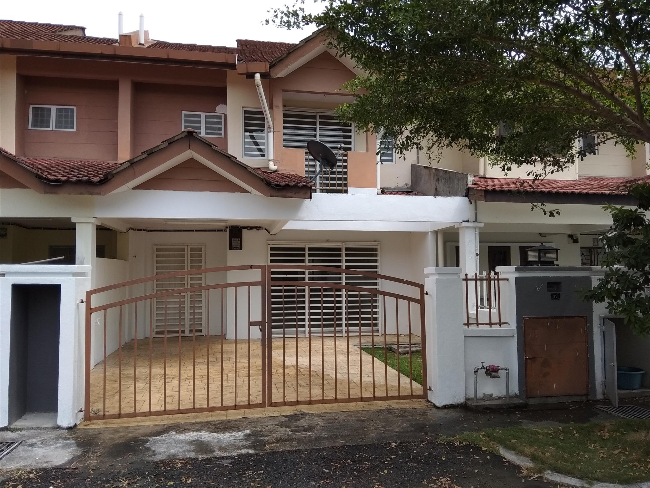 FOR RENT 2 STY HOUSE AT BANDAR SG.LONG 4R3B