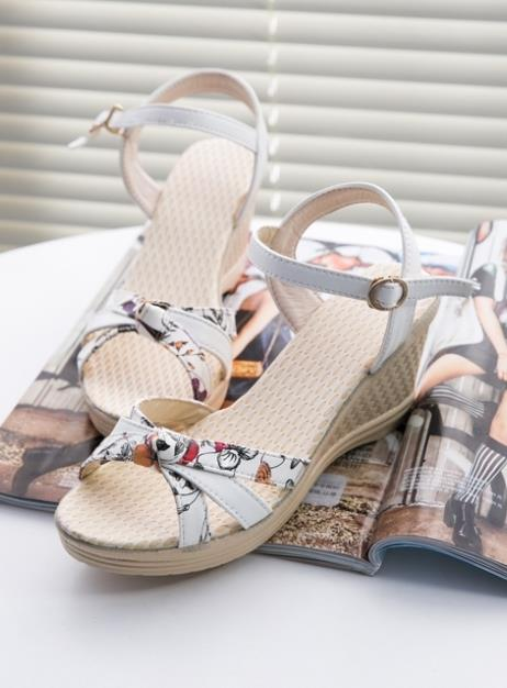 Rom Printing Wedge Sandals (White)
