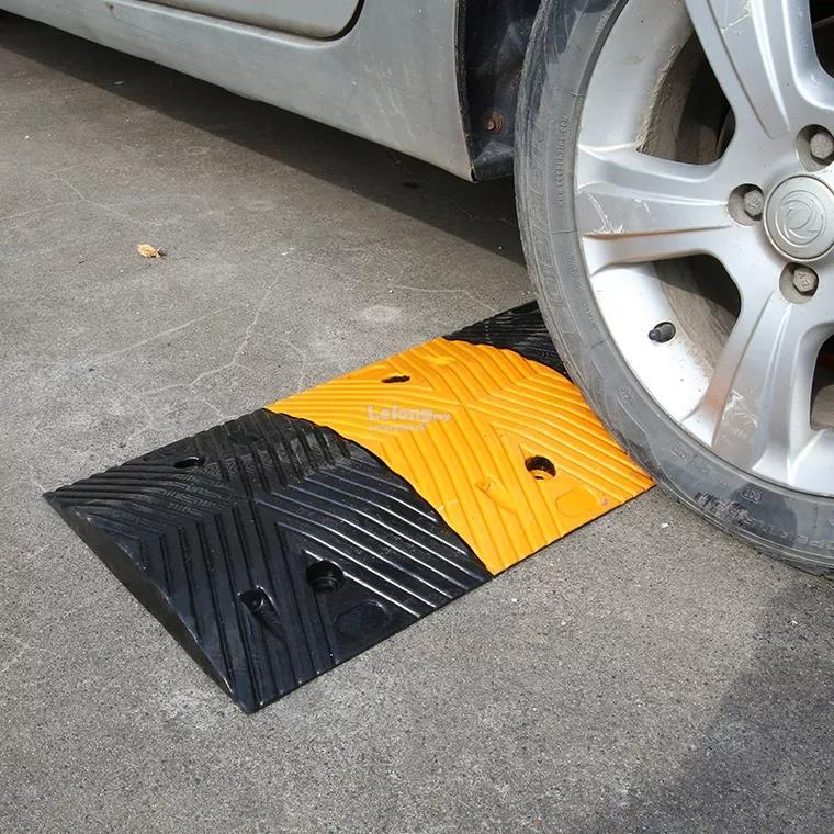 Rubber Speed Hump 1000mm x 350mm x 50mm