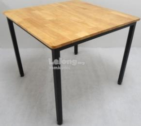 RUBBER WOOD TABLE FOR 4 SEATER. U2039 U203a