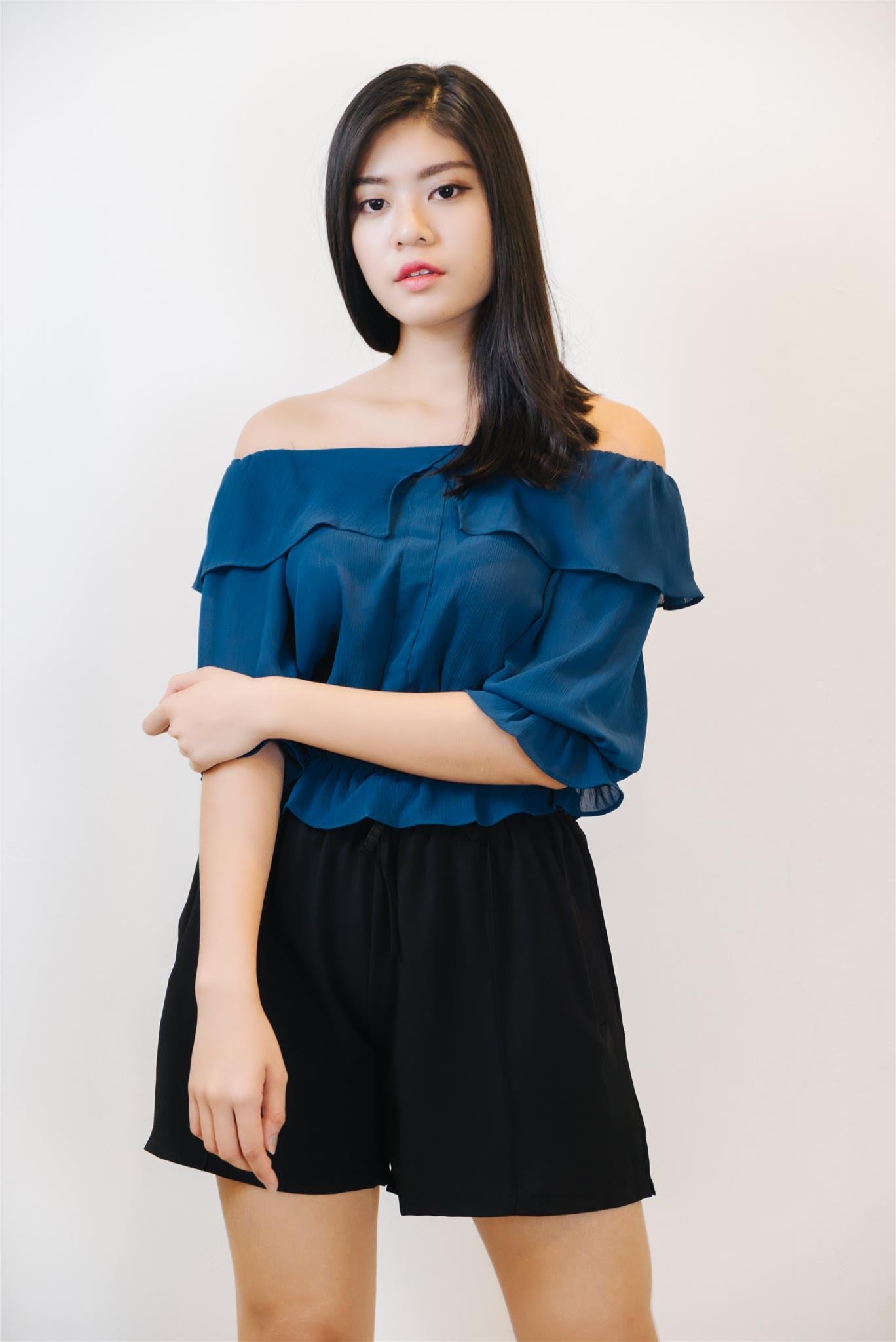 aa8d0bdb75528 Ruffled Off The Shoulder Top in Navy (end 5 16 2019 2 53 PM)