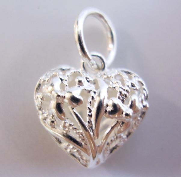 Small 925 Sterling Silver Pendant Crafted Puffy Lace Heart Love Motif