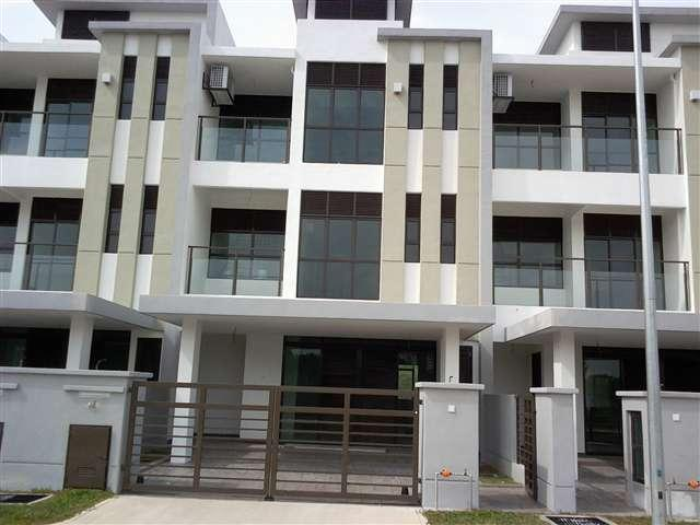 Terrance Corner House in Jalan USJ Height 3/2F for sale