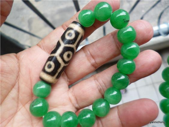 tibetan 9 eye dzi with natural green jade beads