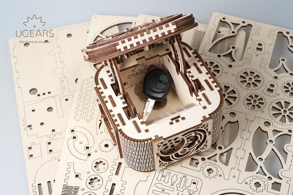 UGears Mechanical Models 70031 Treasure Box